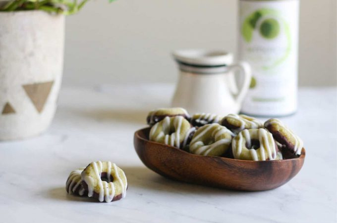 These Matcha Latte Protein Bites are a delicious way to get a little caffeine + protein from my snack or dessert. They are #keto, #paleo, #aip, and #whole30 friendly! #proteinbar #matcha